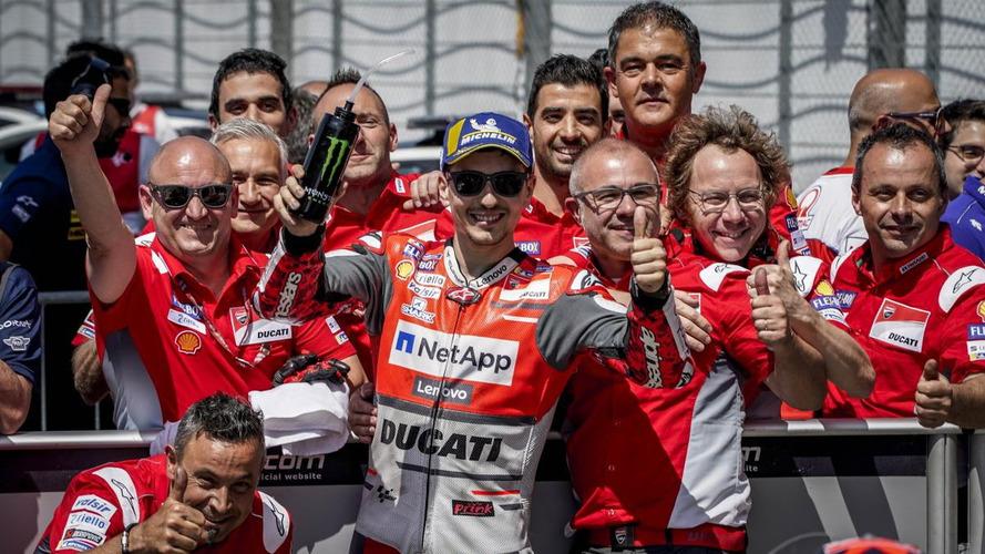 Jorge Lorenzo se lleva una 'pole' frenética de MotoGP en Silverstone