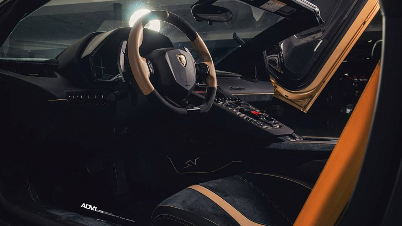 There S Flashy And Then There S This Matte Gold Lambo Aventador