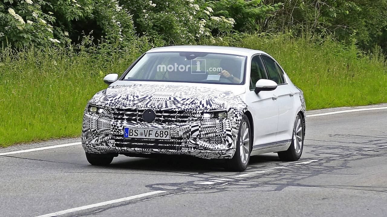 2019 VW Passat Euro spec facelift spy photo