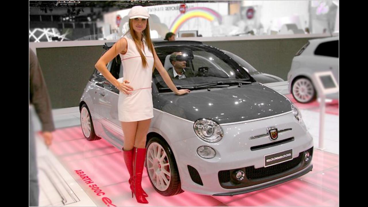 Immer wieder ein aufregender Anblick: Die Mädels am Stand der Fiat-Gruppe