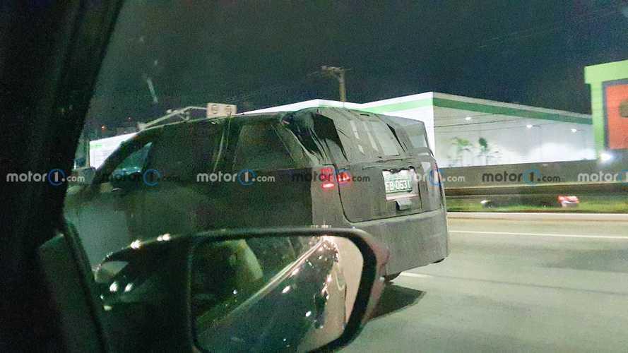 Jeep 7-Seat SUV Spy Photos
