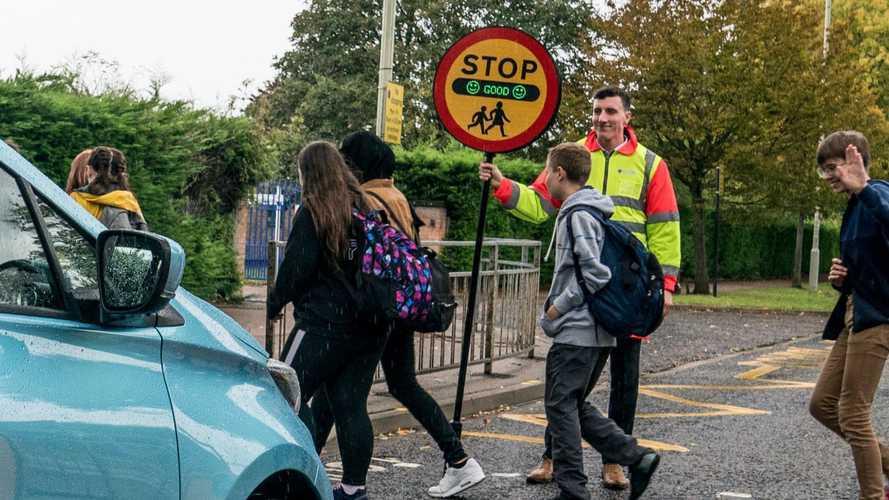High-tech school crossing lollipop highlights air pollution levels