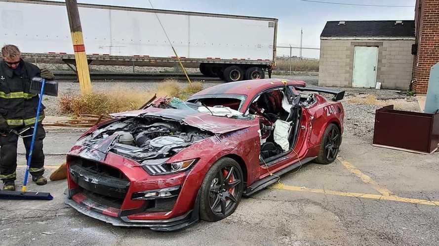 Une Ford Mustang Shelby GT500 détruite pour la bonne cause