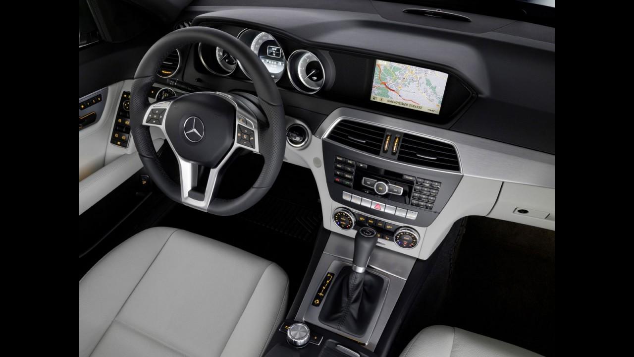 Mercedes-Benz C 250 Turbo Sport Coupé chega por R$ 189.900