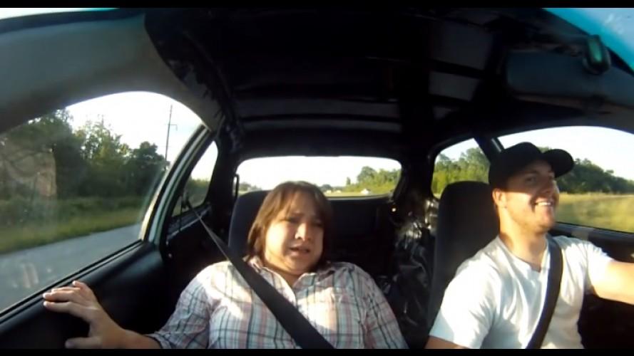 """Vídeo: filho leva mãe para """"passear"""" em Honda Civic com mais de 700 cv!"""
