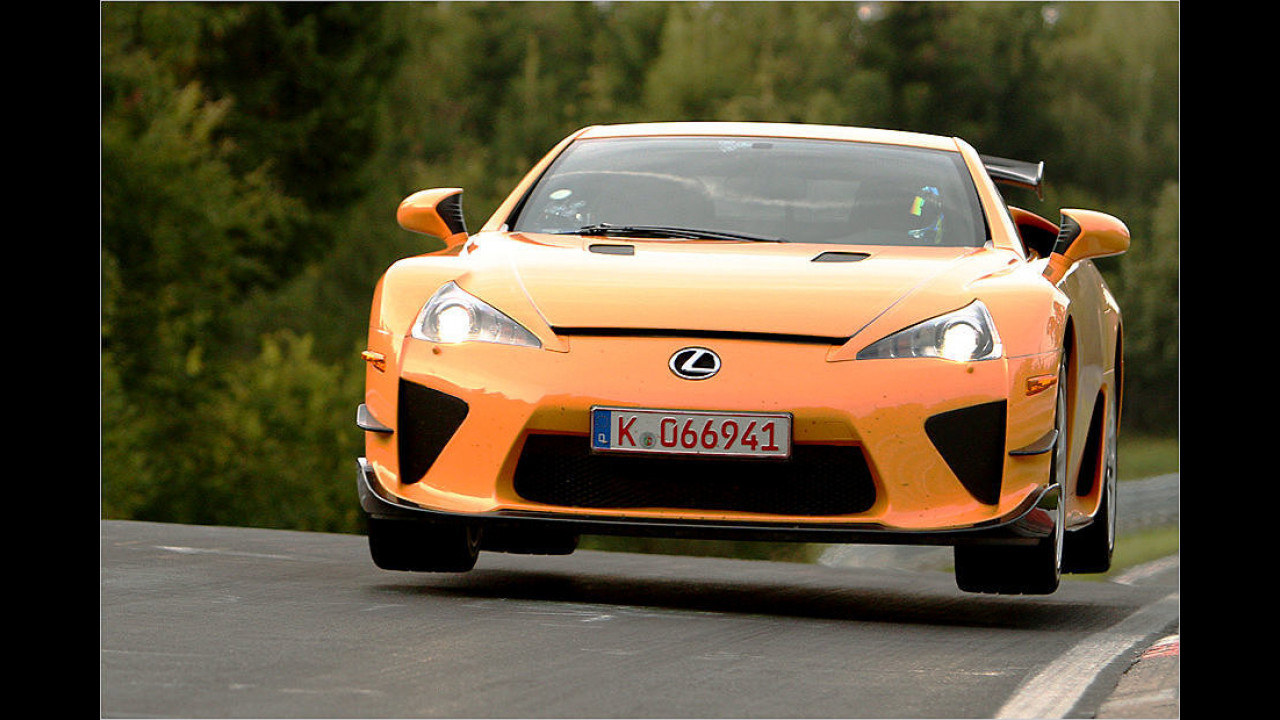 Lexus LFA Nürburgring Package: 7:14 Minuten (sehr schneller Lexus)