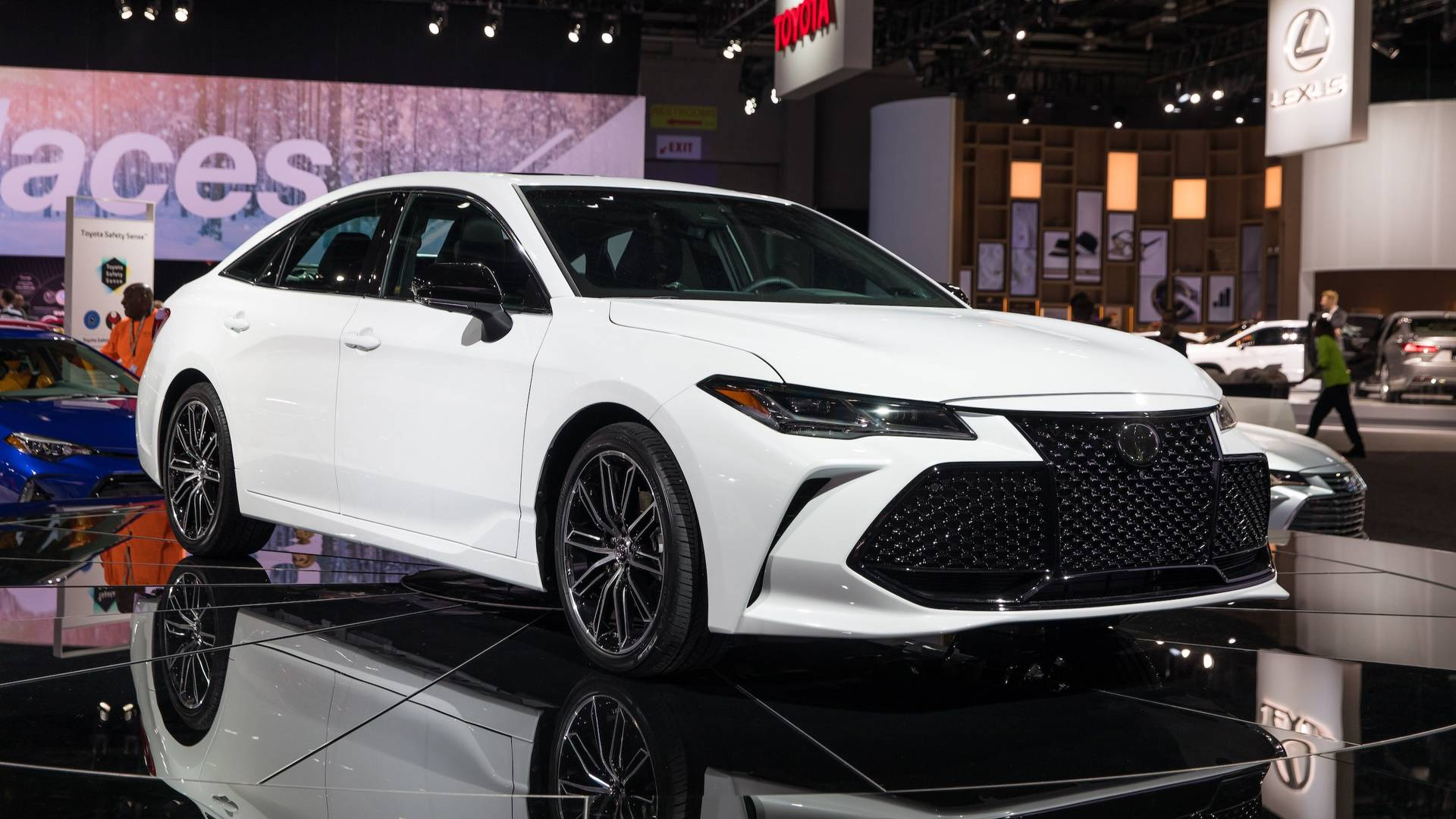 2019 Toyota Avalon Is More Efficient Packs More Technology