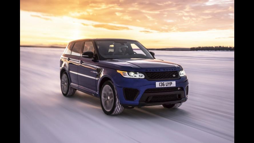 Range Rover Sport SVR, lo 0-100 km/h su fango, neve e sabbia [VIDEO]