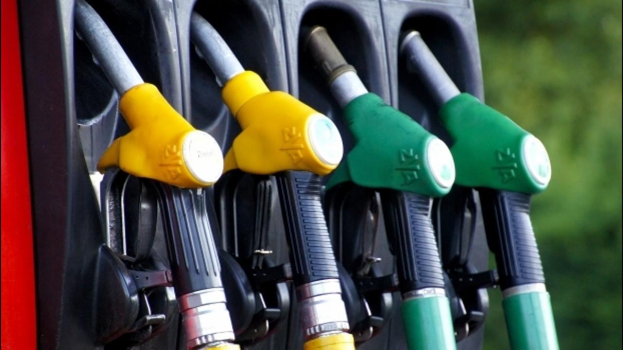 [Copertina] - Prezzi benzina, possibile rincaro di 2 centesimi per il terremoto