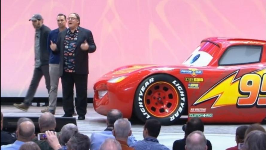 Cars 3, Saetta McQueen in scala 1:1 a Detroit [VIDEO]
