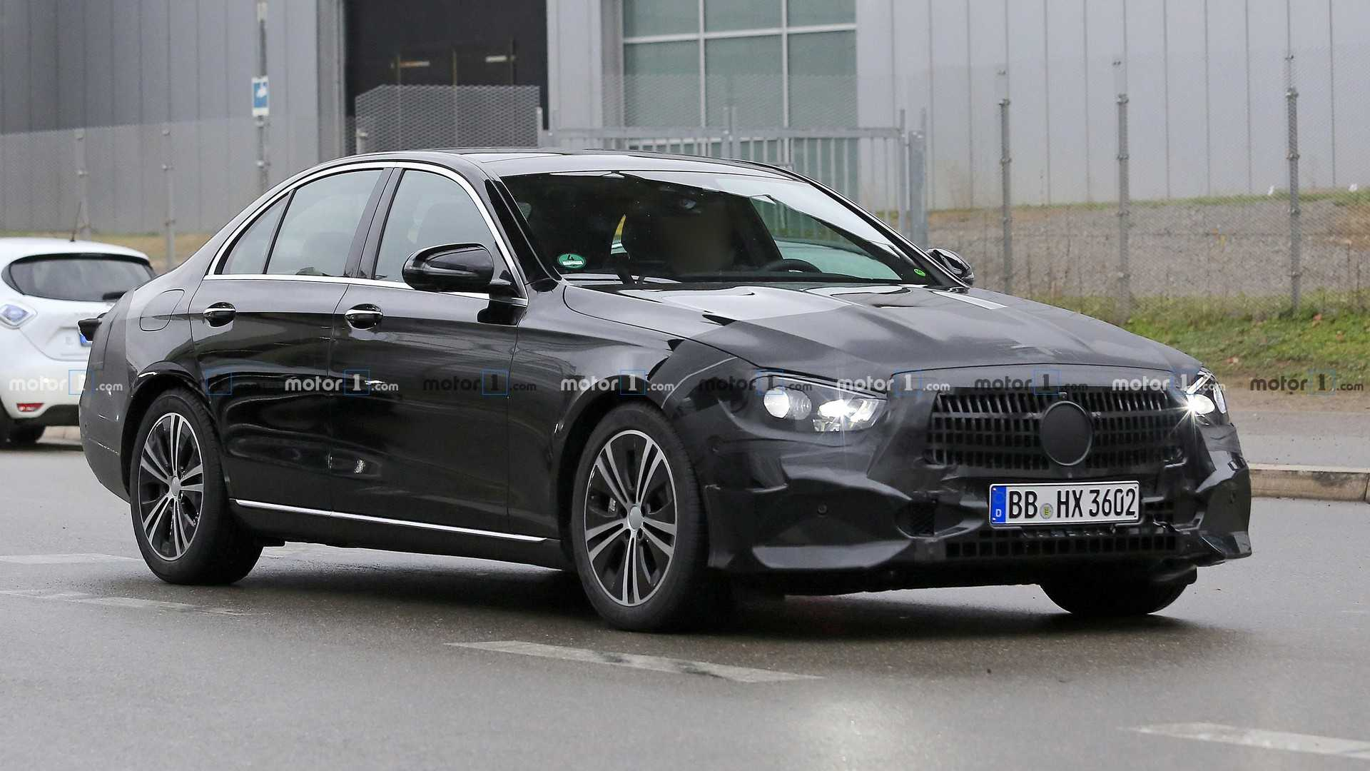 Mercedes E-Class Sedan Facelift Spied For The First Time