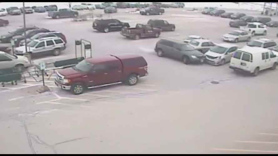 Vídeo: motorista de 92 anos detona 9 carros em estacionamento nos EUA