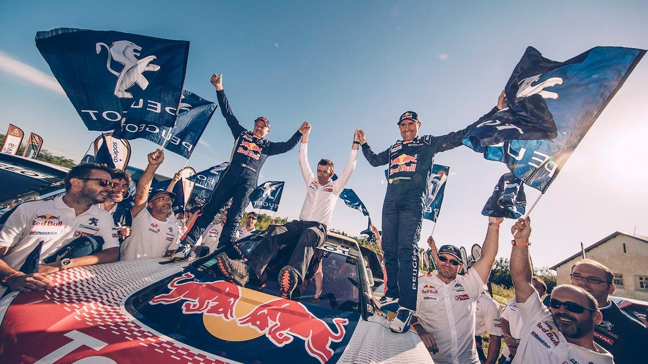Peterhansel podium Peugeot