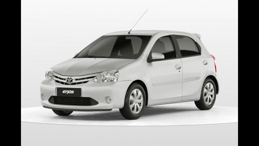 Toyota Etios XS com personalização