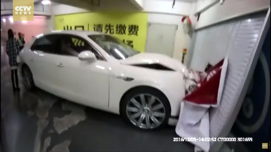 Bentley vs. Duvar: Kazanan... duvar