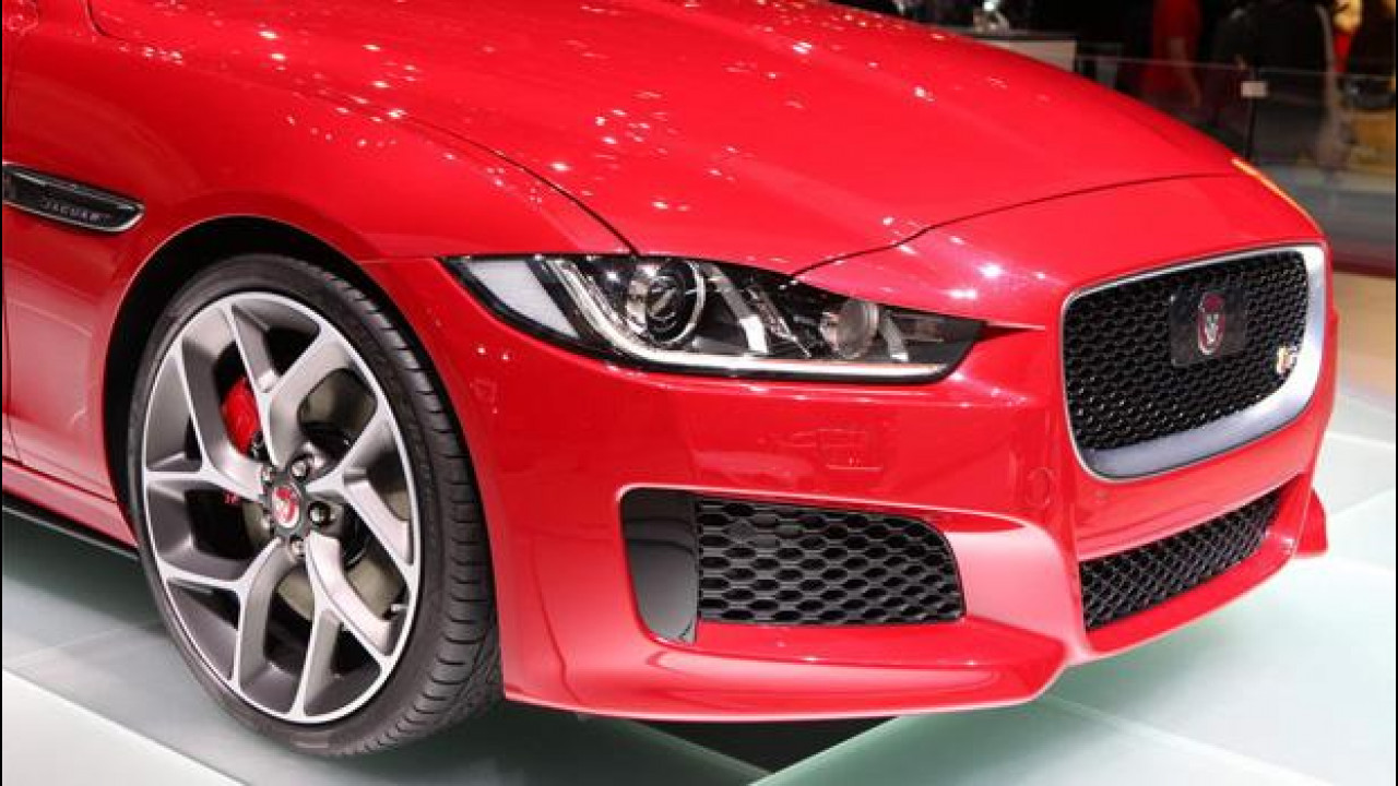 [Copertina] - Salone di Ginevra: Jaguar ingegnose, oltre che belle
