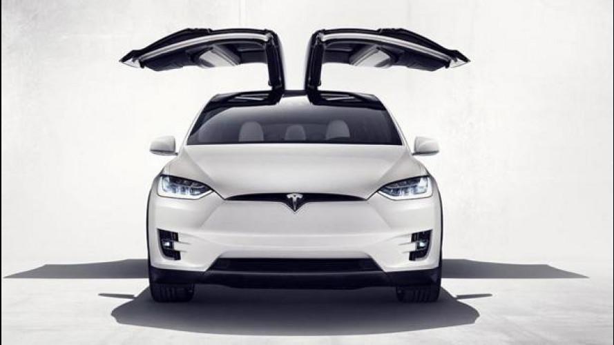 """La Tesla Model X entra nel club delle porte """"ad ala di gabbiano"""""""