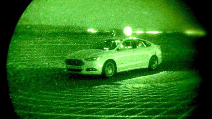 Ford, la guida autonoma a fari spenti nella notte [VIDEO]