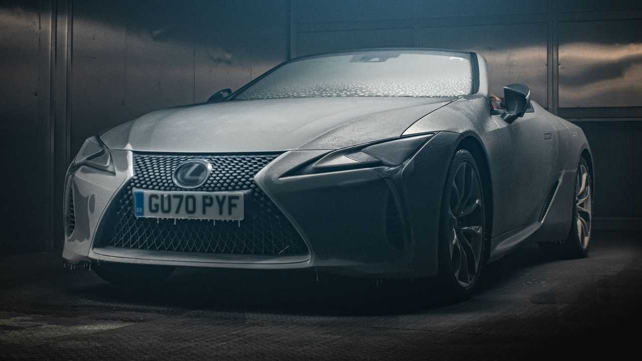 La Lexus LC Convertible che resiste al freddo di una camera criogenica per 12 ore