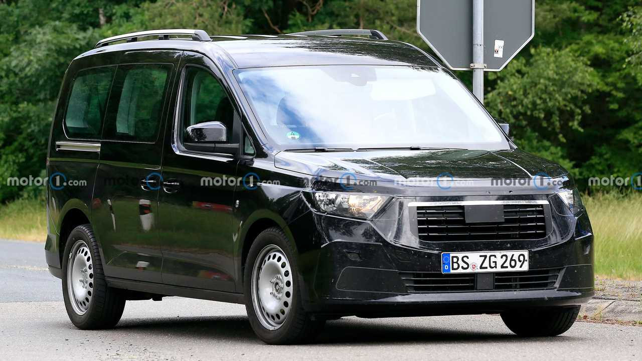 Nuova foto spia Ford Tourneo Connect (anteriore tre quarti)