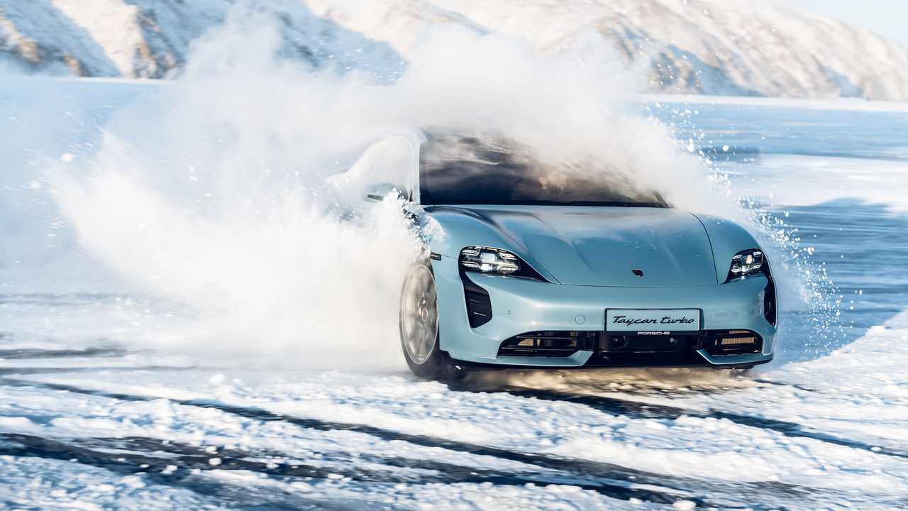 Porsche Taycan на льду Байкала