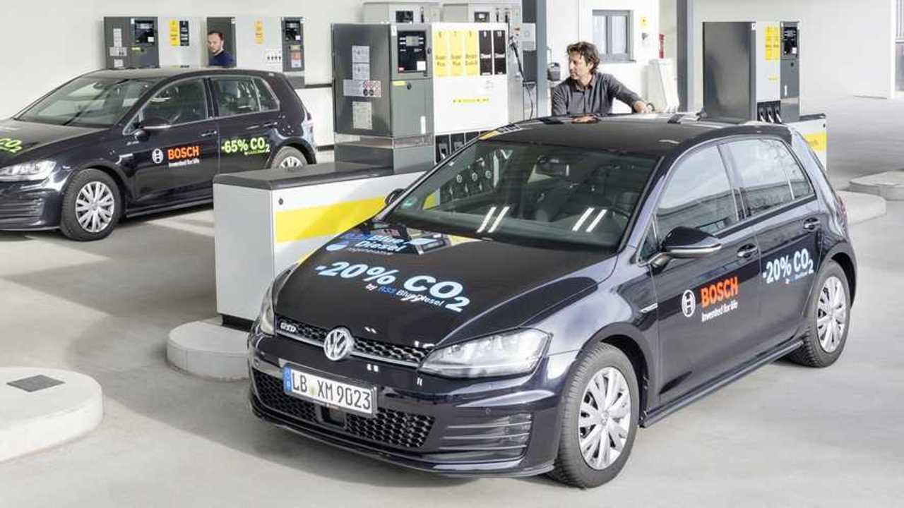 Bosch, Shell und VW haben Blue Gasoline entwickelt, einen Ottokraftstoff mit erneuerbaren Anteilen