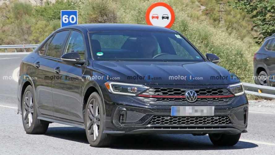 Обновленный Volkswagen Jetta GLI впервые замечен на тестах