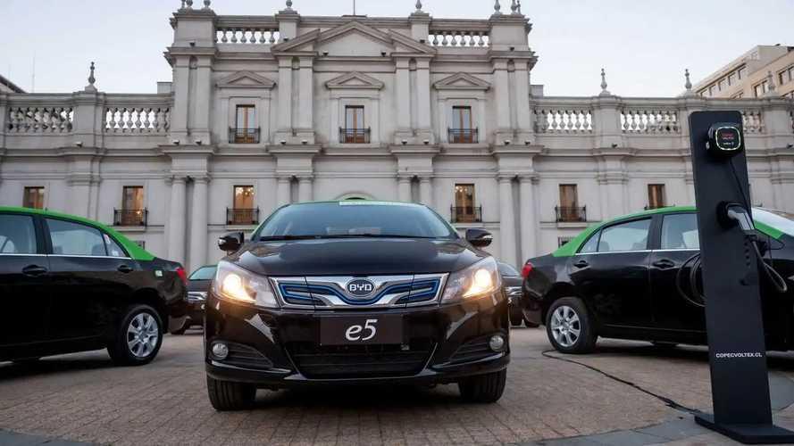 BYD entrega os primeiros 50 táxis elétricos em Santiago, no Chile