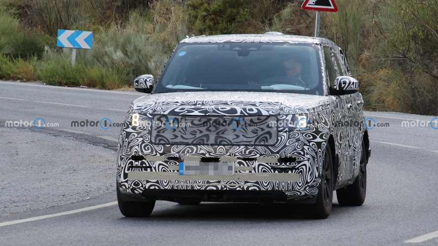 Land Rover Range Rover SVR spy photos