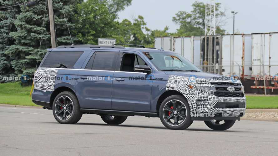 High-Performance Ford Expedition ST Caught Nearly Undisguised