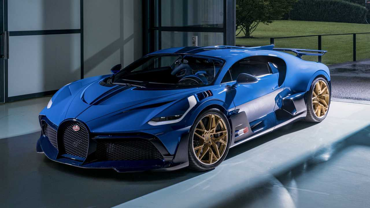 The last Bugatti Divo built is finished in traditional blue colors.