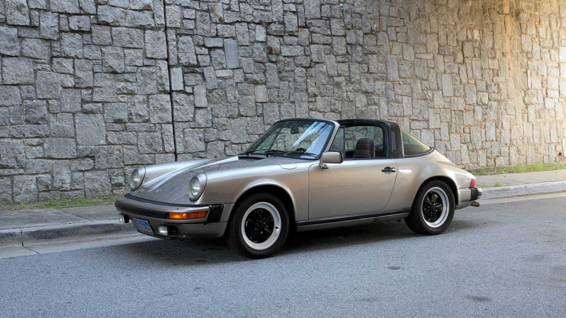 1983 porsche 911 sc formerly owned by alton brown is for sale motorious. Black Bedroom Furniture Sets. Home Design Ideas