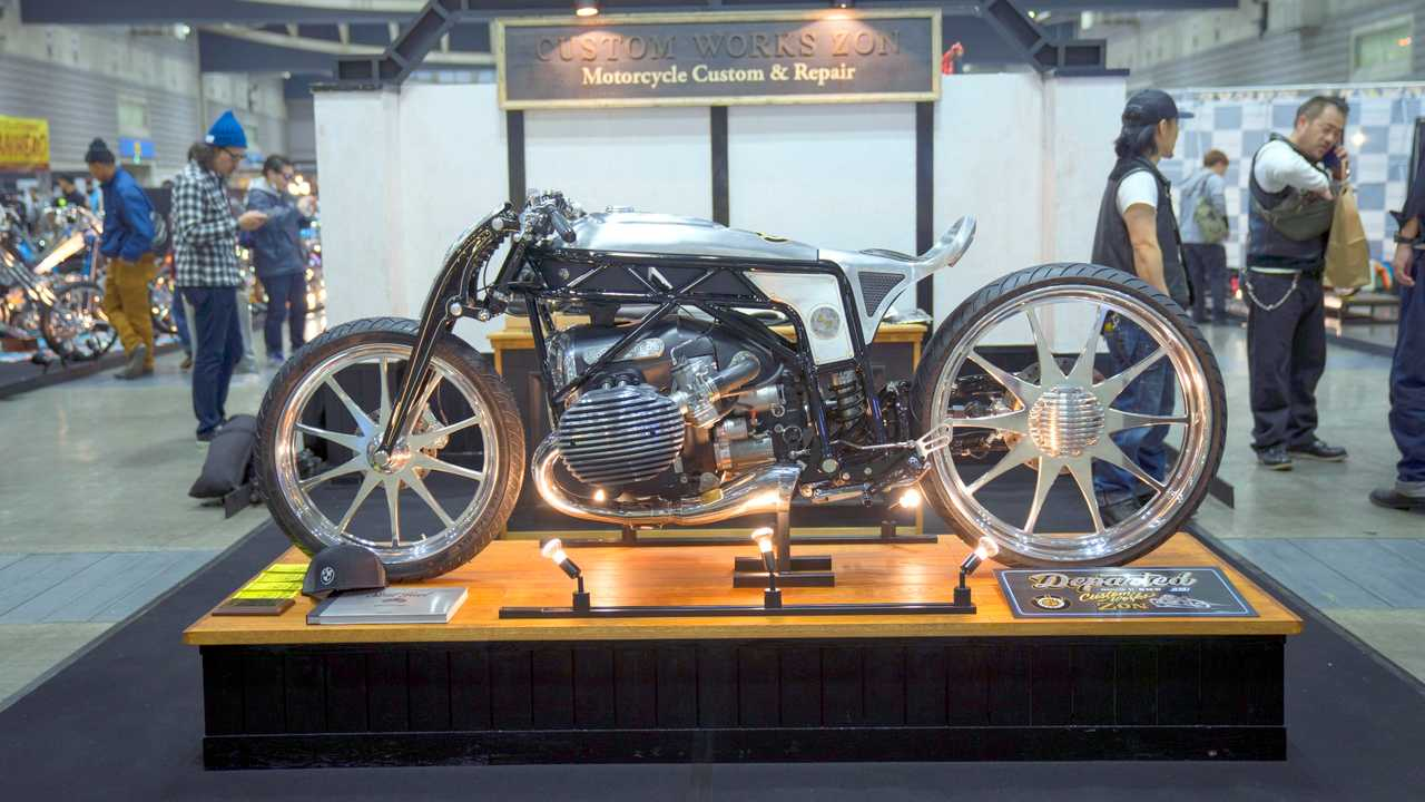 BMW R18 Abflug am Messestand bei Mooneyes Japan