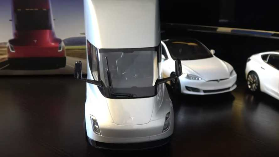 First Tesla Semi Truck Diecast Model Gets Delivered: Unboxing