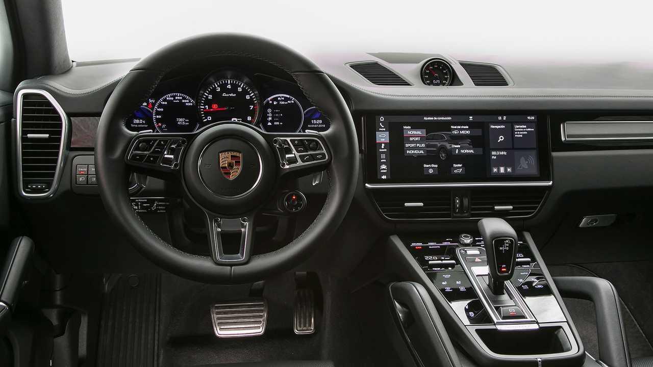 Porsche Cayenne Turbo 2019 vs. BMW X5 M 2018
