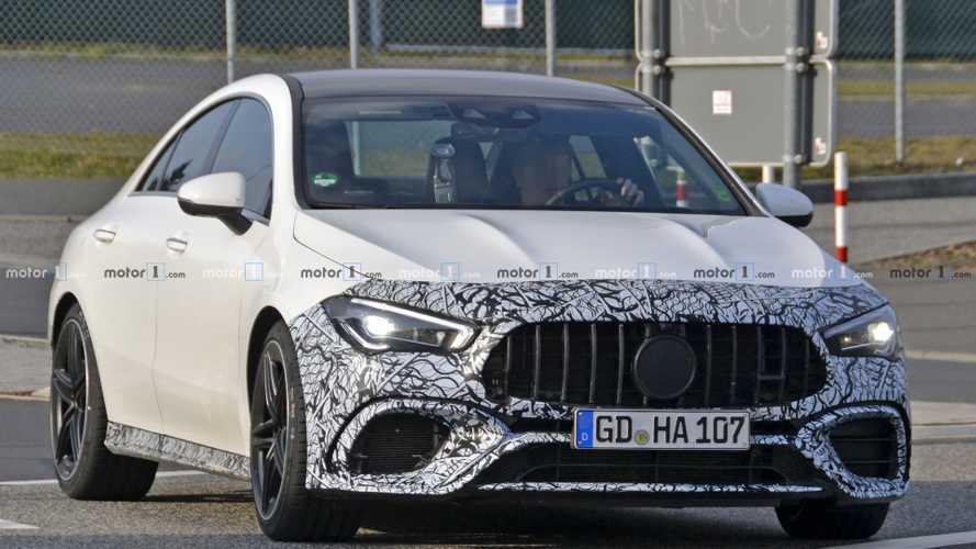 La Mercedes-AMG CLA 45 presque à découvert !