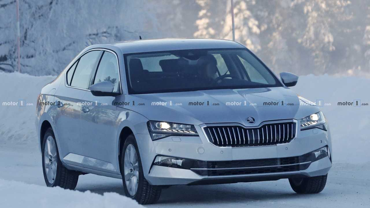 2019 Skoda Superb photos espion