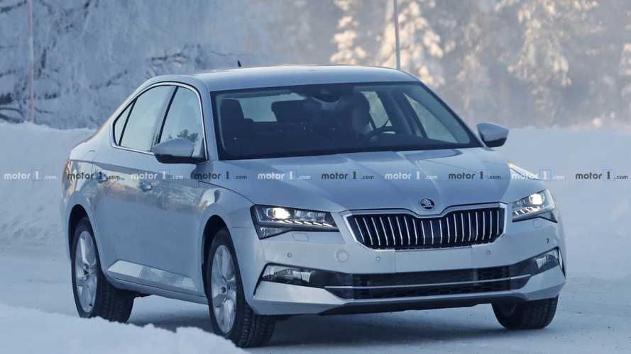2019 Skoda Superb facelift new spy photos