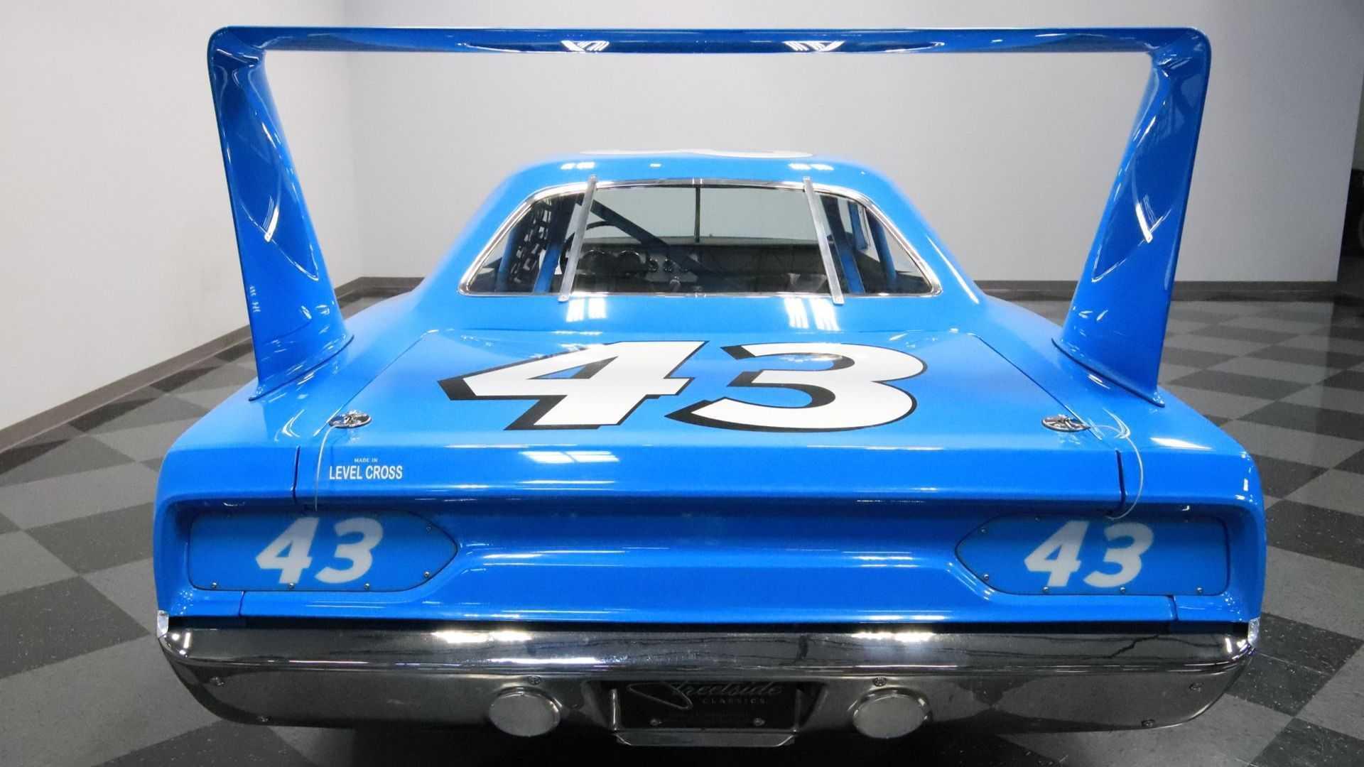 "[""1970 Plymouth Superbird Richard Petty Replica""]"