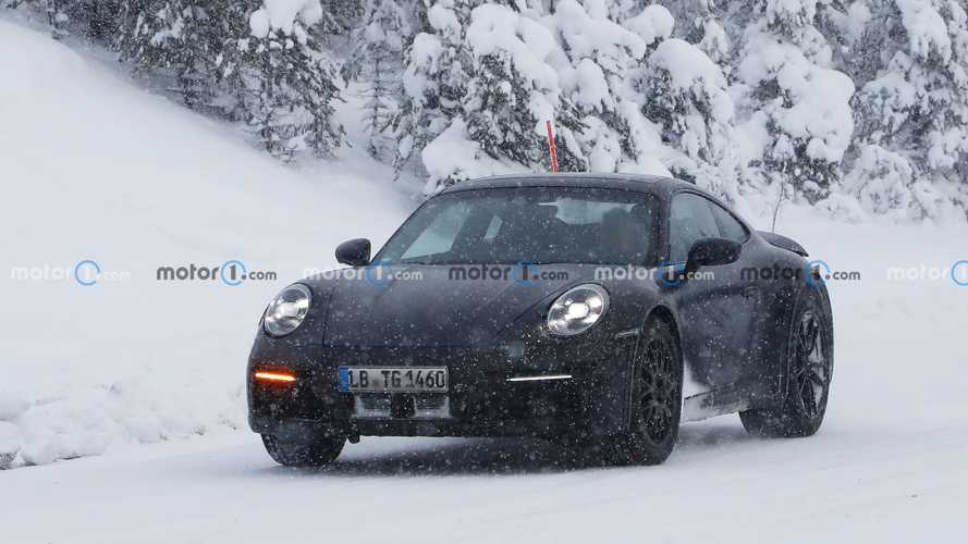 Porsche 911 Safari winter testing spy photos