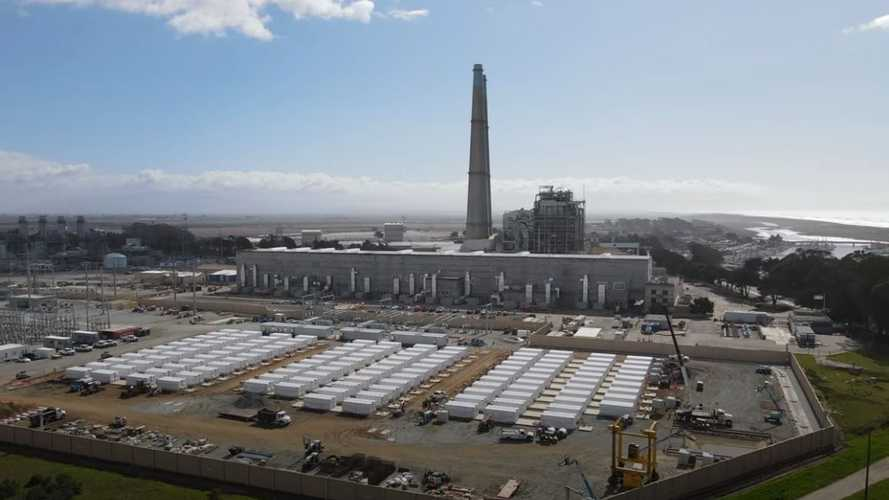 La batteria più grande del mondo è di Tesla (ed è immensa): ecco il video
