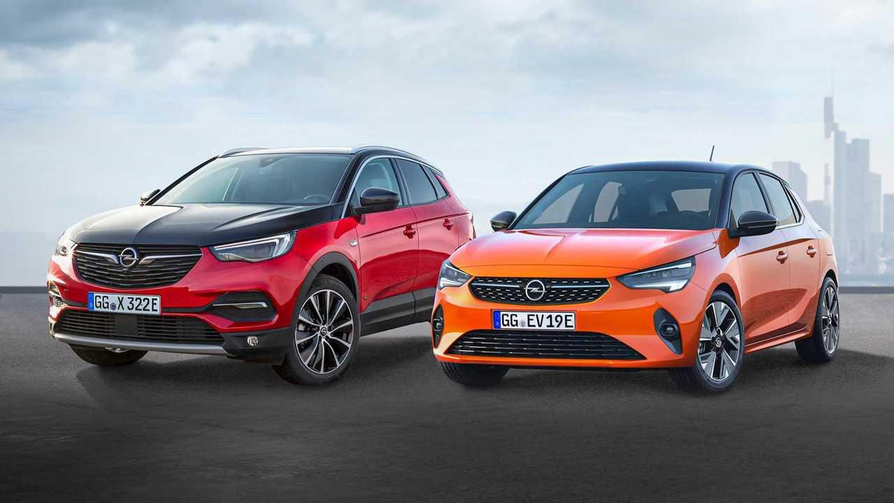 Opel Grandland X Hybrid4 and Opel Corsa-e (right)