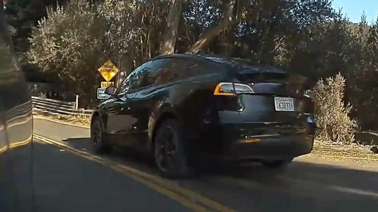 Tesla Model Y kémfotó