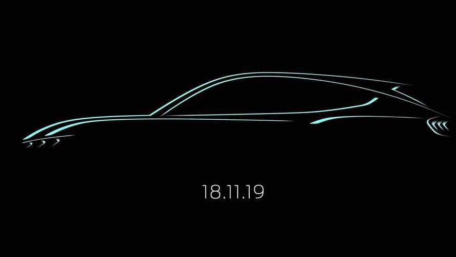 Ford, primo teaser del crossover elettrico