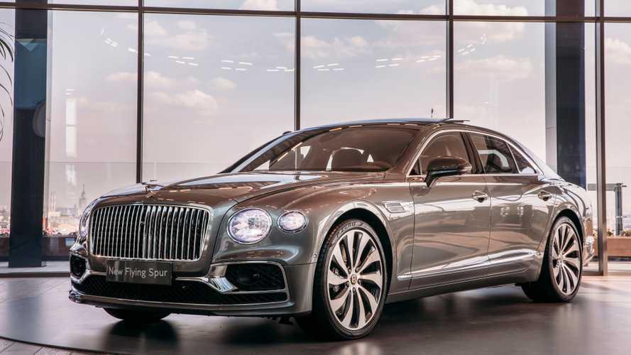В Москву привезли новый Bentley Flying Spur