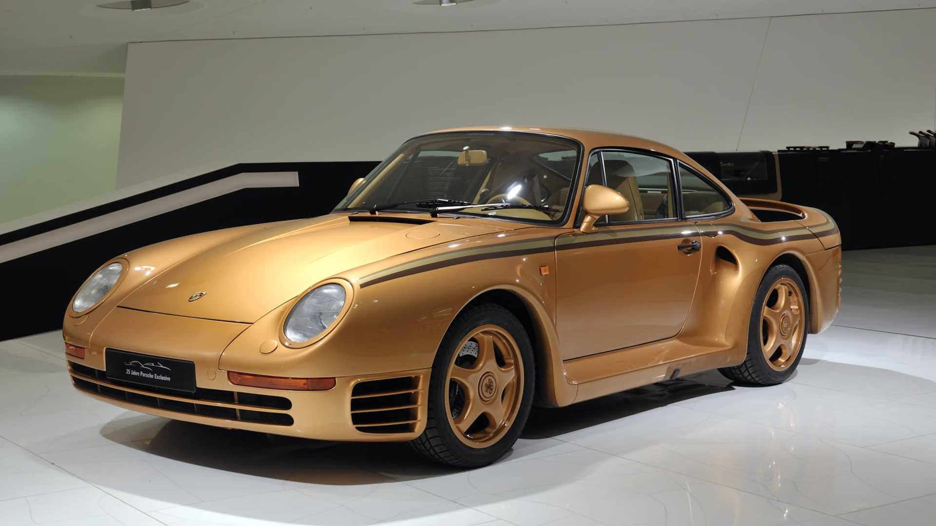 Porsche Shows Two Of The Seven 959s Built For An Arab Prince