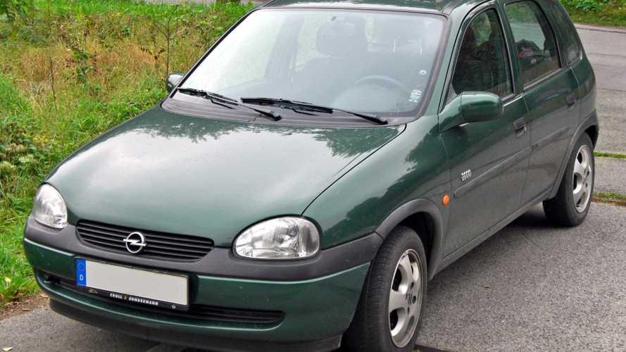 53 bg güce sahip Opel Corsa B'nin hızlanmasını izleyin