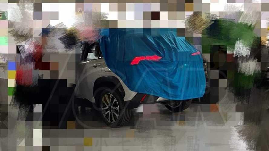 Flagra: Futuro nacional, Toyota Corolla Cross mostra traseira de RAV4