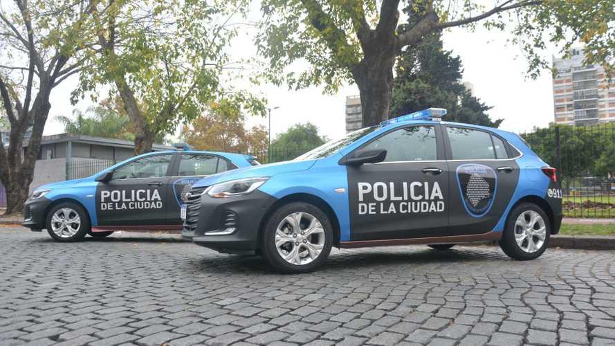 Novo Chevrolet Onix Premier vira carro de polícia contra o coronavírus