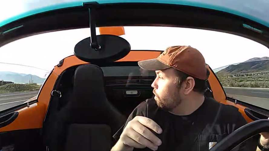 Watch As Lotus Elise Loses Roof In The Blink Of An Eye
